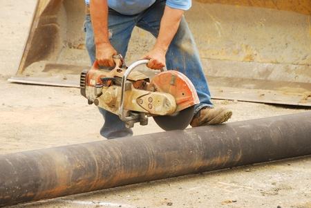 water pipe: El corte de una tuber�a de agua de 8 pulgadas para extender la tuber�a principal en un nuevo centro de negocios en Roseburg Oregon Foto de archivo