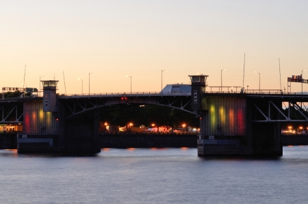 eastbank: A colorful lights against the city skyline of Portland Oregon during the Rose Festival CityFair Stock Photo