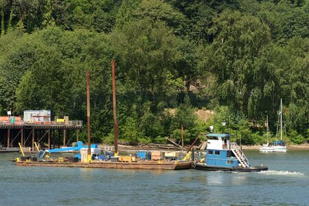 willamette: A small tugboat moves a barge during the construciton of the new Sellwood Bridge in Porland Oregon