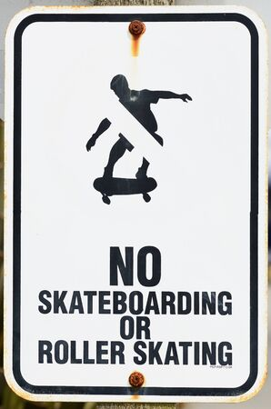 roller blade: No skateboarding or roller skating sign on the waterfront pier in Bandon Oregon Stock Photo