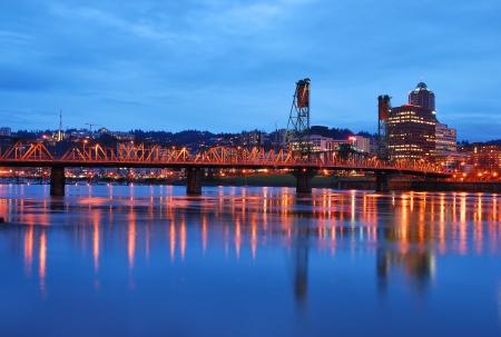 willamette: Historic Hawthourn lift bridge crossing the Willamette River in Portland Oregon