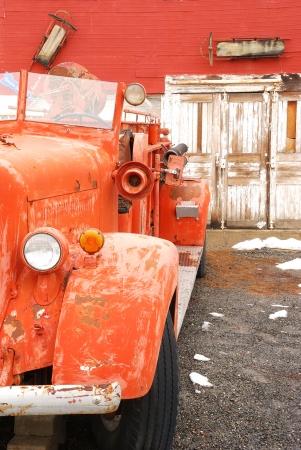voiture de pompiers: Vieux détail de moteur de feu dans une petite ville du désert élevé dans le centre de Washington Banque d'images