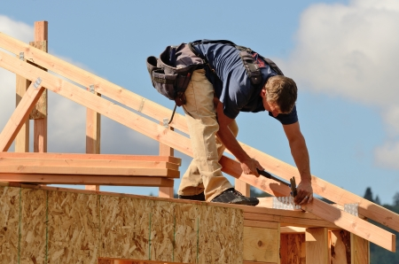 rafters: Layout and installation of roof rafters on a new commercial residential construciton project by framing contactors Stock Photo