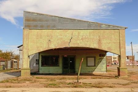 old service station: Vecchia stazione di benzina e combustibile nel nord-est del Texas Archivio Fotografico