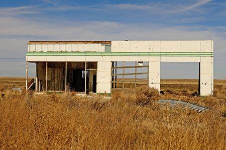 old service station: Vecchio abbandonato il servizio gas segno stazione lungo la Route 66, nel nord del Texas