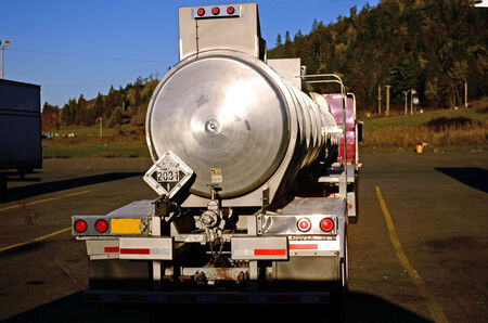 alluminum: MC 412 alluminum corrosive road tank truck with a load of nitic acid in a truck stop in Oregon