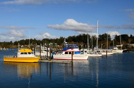 coquille: Piccole barche da pesca parcheggiate nel porto turistico Coquille River, in Bandon Oregon