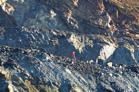 Stralen werking van een rots plank bij een rots verpletterende operatie voor de productie van grind