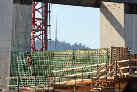 willamette: Iron worker during the early construction of the new Portland Milwaukie light rail bride over the Willamette River Stock Photo