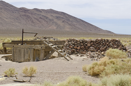 Old mine shaft and buildings along Nevada 267 near Scottys Junction and Death Valley National Park Zdjęcie Seryjne