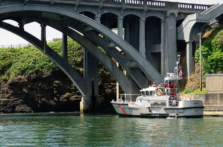 Us Coast Guard life boat at the harbor at Depot Bay Oregon Publikacyjne