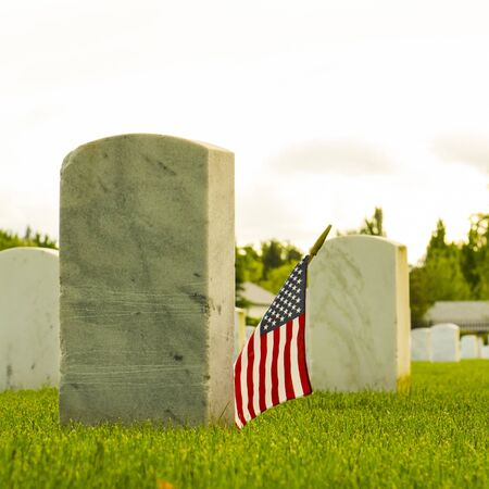 memorial day: Flags placed at the final resting graves of USA military veterans during Mermorial Day Stock Photo