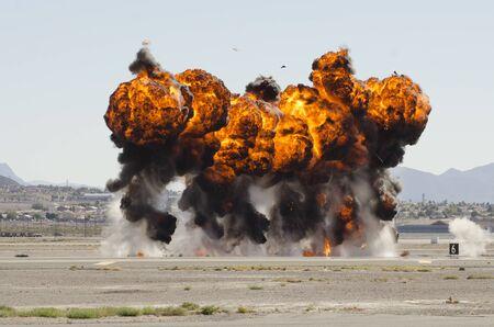 ordenanza: Explosiones en el marco de una manifestaci�n en la Fuerza A�rea de Nellis Base Naci�n Aviaci�n 2014 Airshow