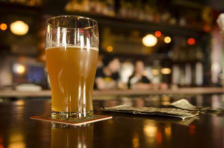 オレゴンの地ビールのパブでビールのコストの概念