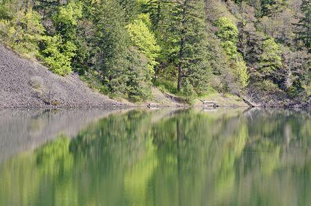 Angelausrüstung in Drano See entlang des Columbia River in der malerischen Schlucht Bereich auf der Seite Washington. Standard-Bild - 44982613