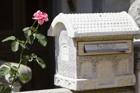 delivery service: Mailbox in the shape of a house