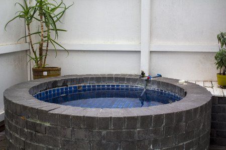 Outdoor Stone hot tub in Hotel room Imagens