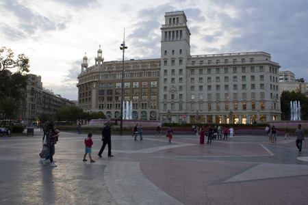 View of Catalonia Square at the end of the day Publikacyjne