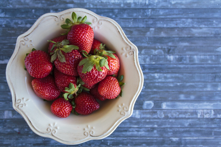 Top view of strawberries in vintage bowl with copy space Banco de Imagens