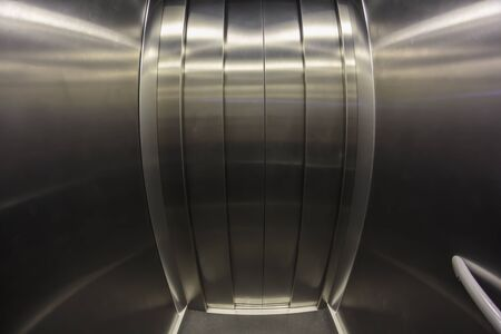 Porte d'ascenseur. Effet oeil de poisson Banque d'images