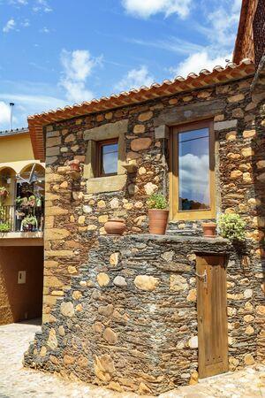 Typical schist house located in Janeiro de Cima, Portugal Фото со стока