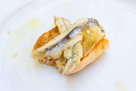 Fish fillet in olive oil and vinegar on bread Standard-Bild