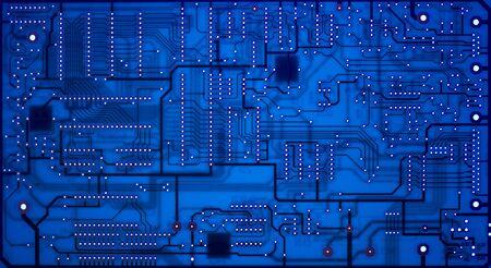 circuitos electronicos: Placa de circuito abstracta iluminado azul desde atr�s
