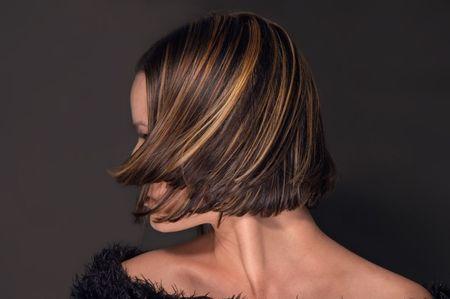 hair short: Mujer joven con pelo corto y moderno
