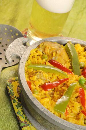 Detalle del típico plato cubano - salazón arroz con pollo y pimientos  Foto de archivo - 3249132