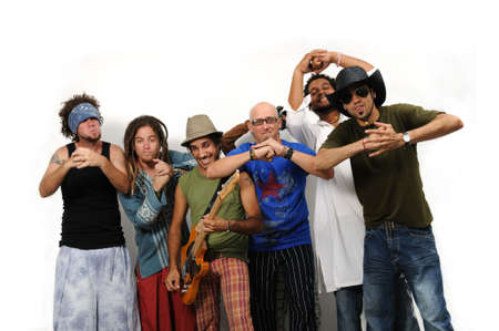 multiracial group: Retrato de grupo multirracial de amigos de pie junto