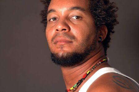 심각한 식으로 젊은 아프리카 남자의 초상화 스톡 콘텐츠 - 3481731