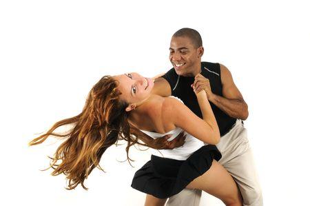 tanzen paar: Portr�t des afrikanischen hispanic Tanz Instructor mit sch�nen M�dchen-isoliert