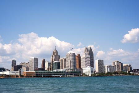 Skyline van het centrum van Detroit van Windsor, Ontario Stockfoto - 44698636