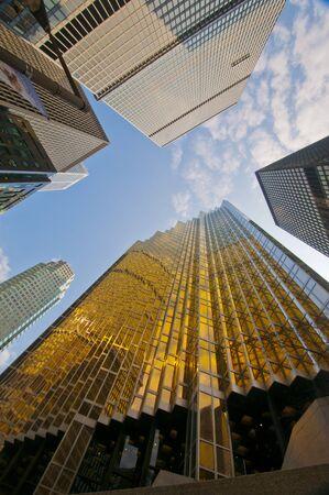 anuncio publicitario: Edificios en el distrito financiero del centro de Toronto, Canadá.