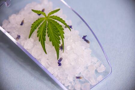 Cannabis infused soaking salts and marijuana leaf - cannabis spa concept Imagens