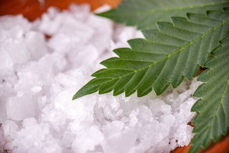 Detail of Cannabidiol crystal aka CBD, a pure isolated medical cannabis compound used for its medicinal properties Imagens