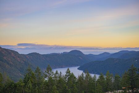 View of the Saanich inlet and gulf islands from the Malahat summit at sunset in Vancouver Island, BC, Canada 版權商用圖片