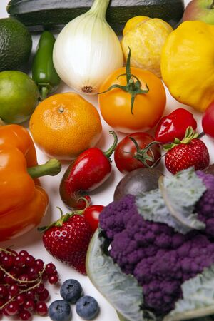 Assorted of fresh fruits and vegetables arranged in a rainbow color pattern over whiate background 写真素材 - 132048659