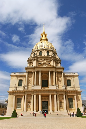 invalides: Vertical oriented photo of church at Les Invalides (L Editorial