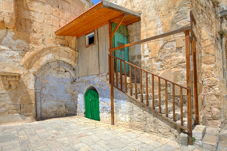 coptic orthodox: Small cell of the Coptic Orthodox Church situated on the roof of the Church of the Holy Sepulchre in Jerusalem, Israel
