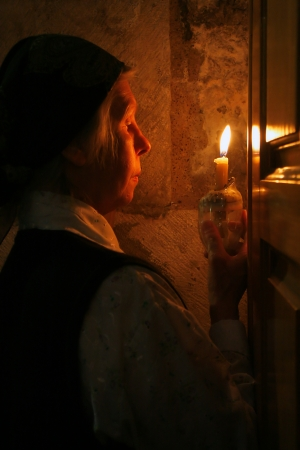 middle easter: Pilgrim with candle during Easter mass in the Church of the Holy Sepulcher in Jerusalem, Israel