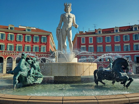 fontaine: Famous fountain Fontaine du Soleil in Nice, France.