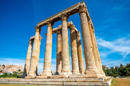 sien: Zeus templo ruinas cerca de la Acr�polis en Atenas, Grecia Foto de archivo