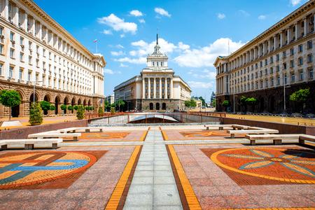 Een architectonisch ensemble van drie socialistische classicisme gebouwen in het centrum van Sofia, de hoofdstad van Bulgarije