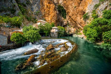 작은 마을 Blagaj Buna 봄 및 폭포 보스니아 헤르체고비나