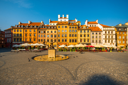 warszawa: Market square with fountain on a beautiful sunny morning in Warsaw, Poland Stock Photo