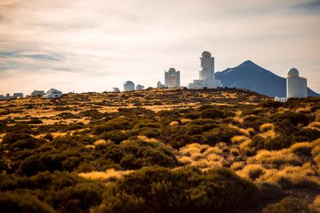 Observatorio astronómico en el Parque Nacional del Teide en Tenerife isaland en España Foto de archivo