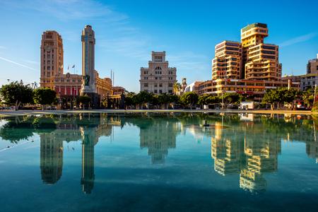 カナリア諸島のサンタ ・ クルスの中心都市のスペインの広場 写真素材