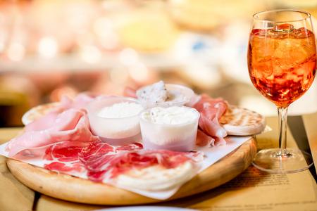 Traditionelle Italienische Vorspeise Mit Proscioutto, Mortadella ...