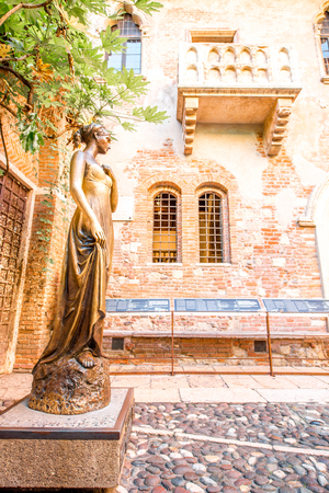 romeo juliet: Verona, Italy - May 22, 2016: Juliet statue and balcony in Verona. Romeo and Juliet is a tragedy written by William Shakespeare. This place is the main tourist attraction in Verona.